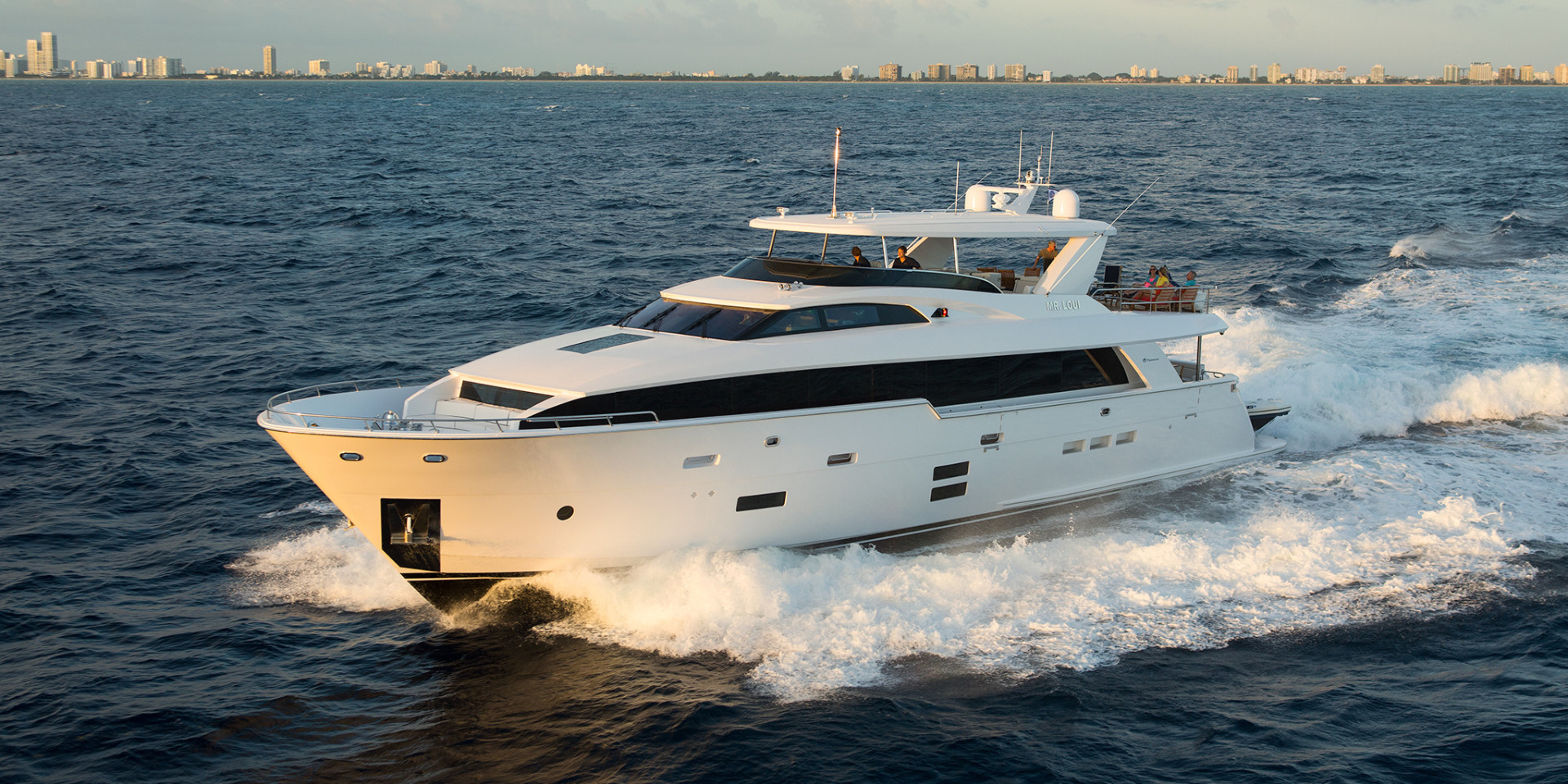 hatteras Yachts Full Screen Picture