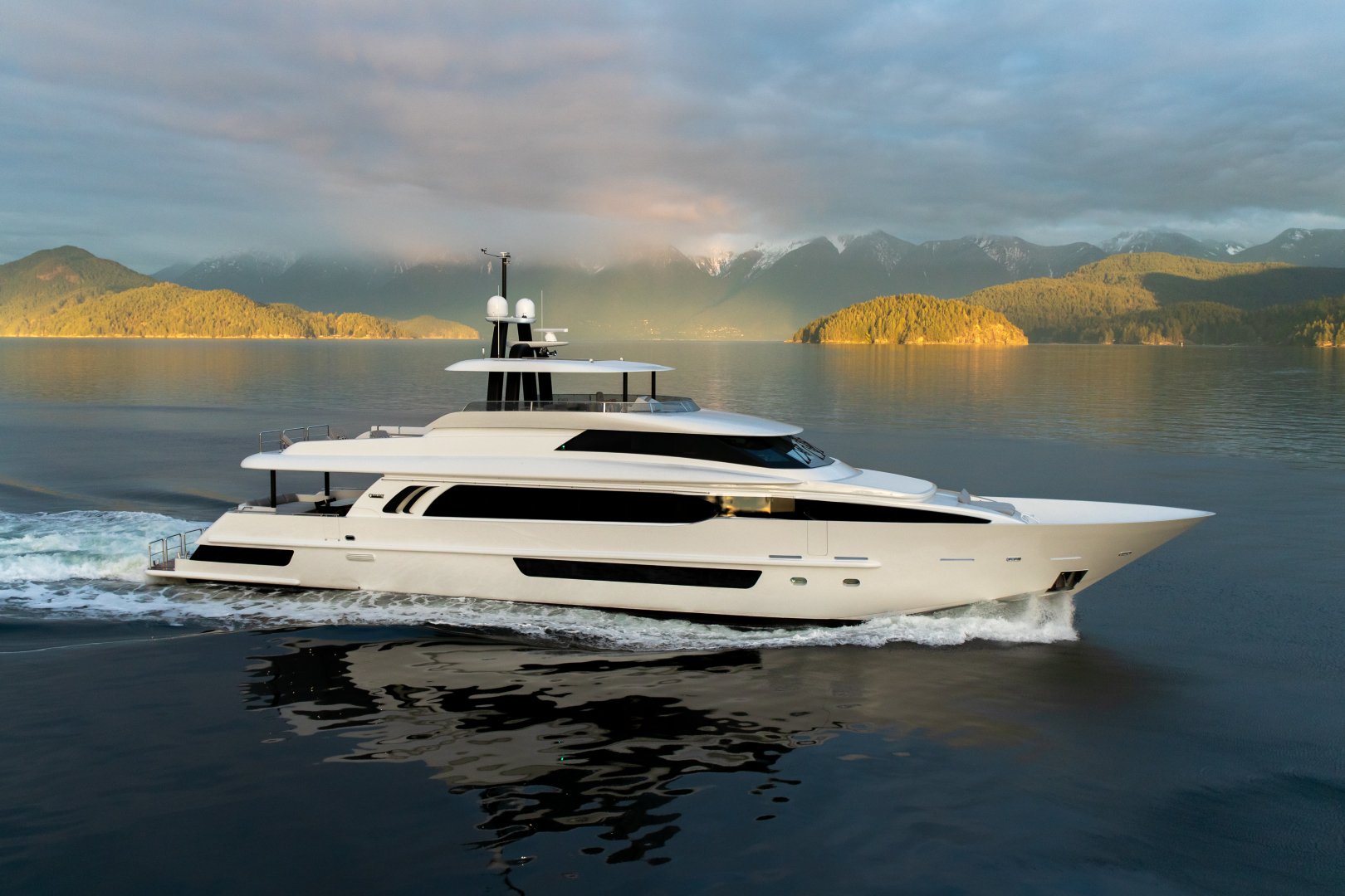 Crescent Yachts Full Screen Picture