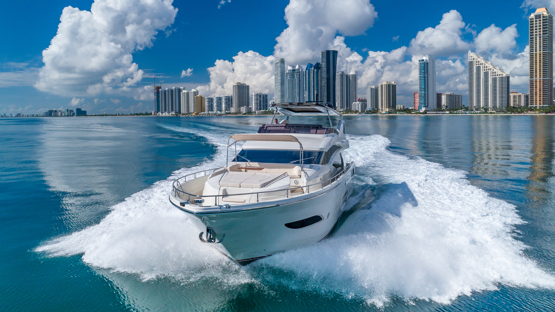 Dominator Yachts Full Screen Picture