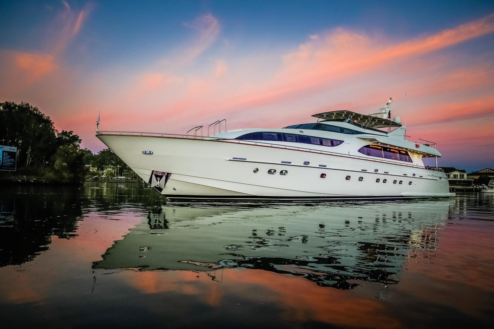 Falcon Yachts Full Screen Picture
