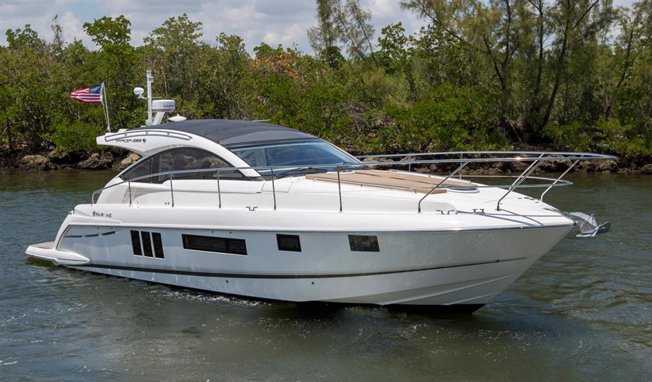 The 38' Fairline Targa 2014 is a fully equipped pocket cruiser